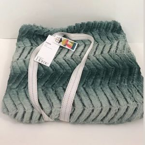 NORDSTROM AT HOME Throw Blanket GREEN NWT 50X60IN